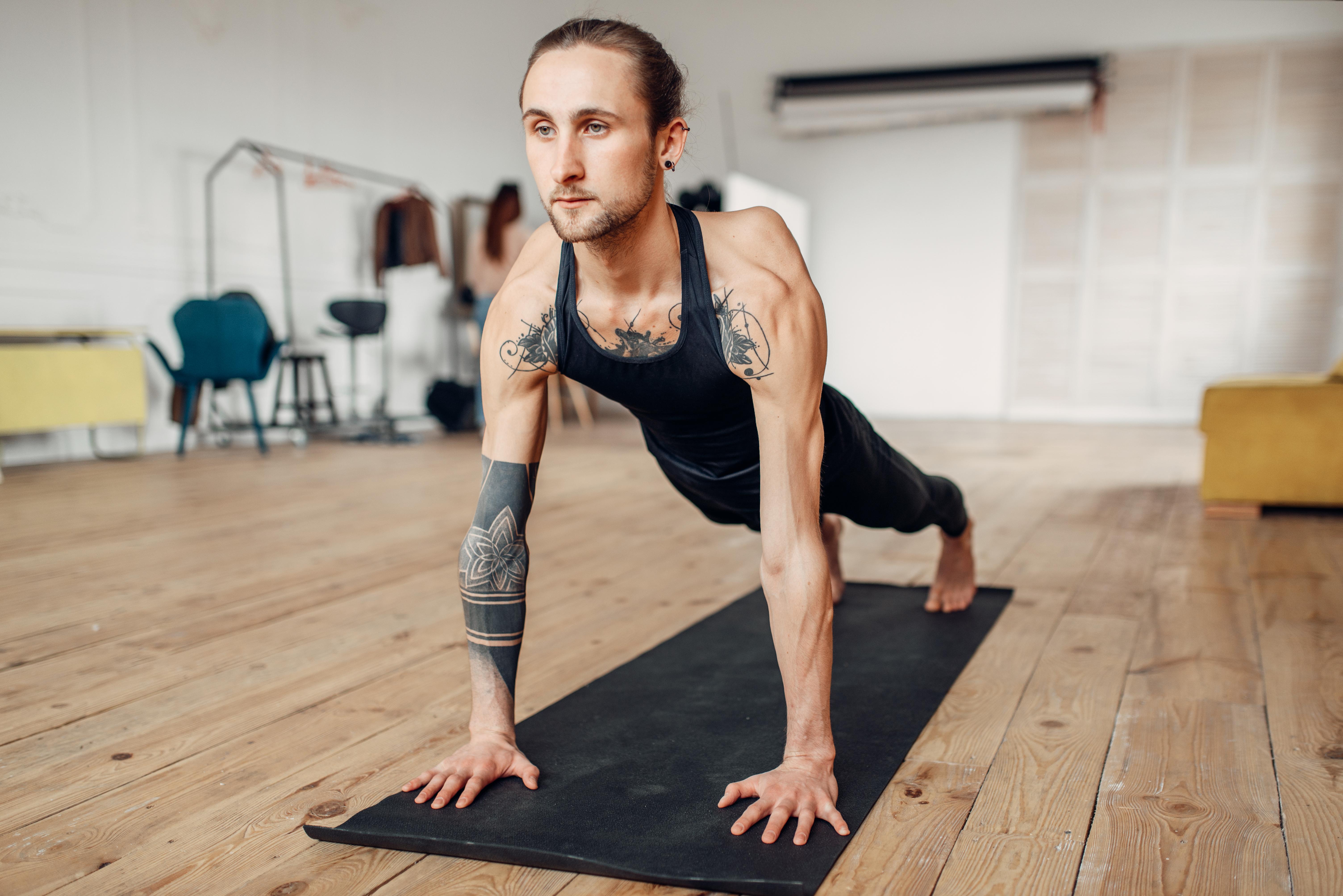 joga wzmacniająca pozycja deski