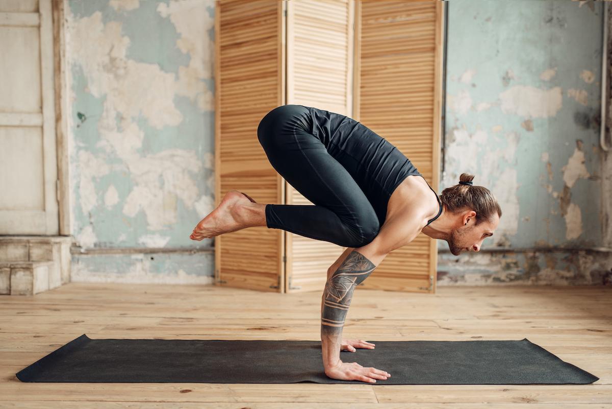 joga wzmacniająca pozycja kruka