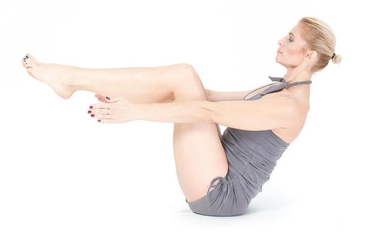 joga na mięśnie brzucha Navasana