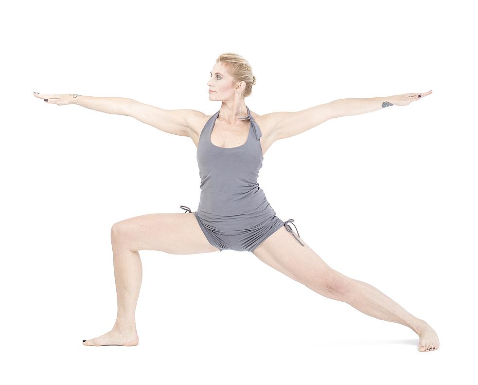 Virabhadrasana II / Wojownik II asany na wzmocnienie mięśni ud