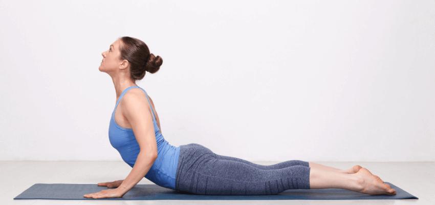Bhujangasana (Pozycja Kobry) wzmacnianie mięśni brzucha