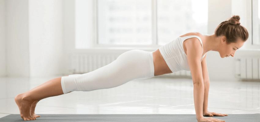 Kumbhakasana (Pozycja Deski) wzmacnianie mięśni brzucha